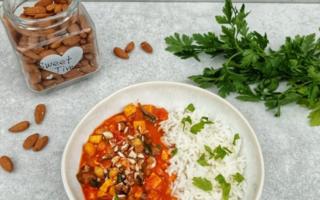 Curry indyjskie z ryżem i wędzoym tofu