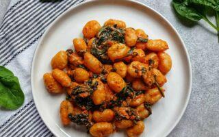 Gnocchi ze szpinakiem i pesto