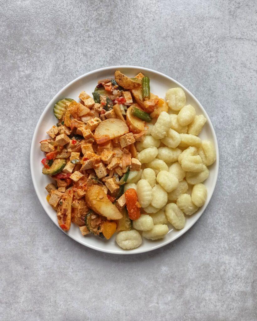 Gnochi z warzywami i tofu